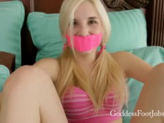 COUPLE'S NEW PLAY TOY - GODDESS FOOTJOBS
