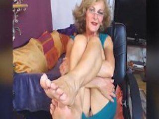 German Sexy GILF Feet in Face CAM NO SOUND