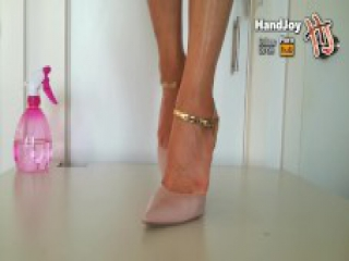 HandJoy * Cumshot on Goddess Hira's sexy oiled feet and pink pumps